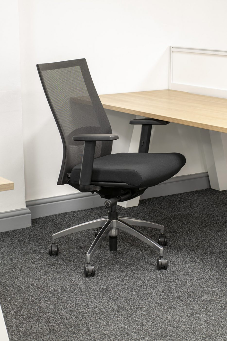 operator chair, affordable operator chair, chrome base, spider base, value office chair