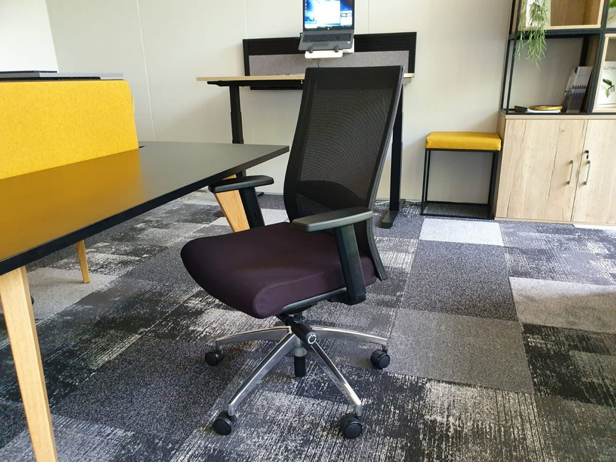 black office chair, affordable office chair, mesh back office chair, chrome spider base chair